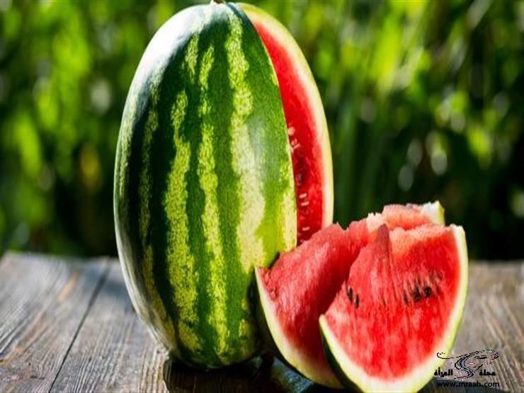 منها البطيخ.. أطعمة غنية يمكن تناولها لتخفيف آلام الصداع